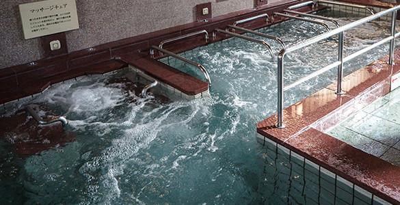 冷水ジェットバス・湯腰掛・電気風呂